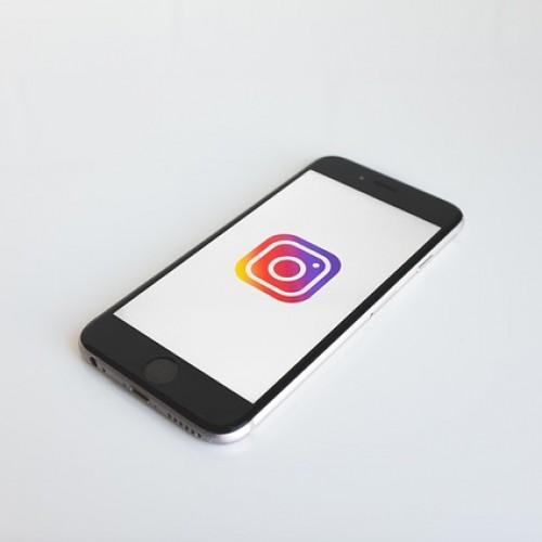 Instagramのアプリ上から認証バッジの申請・取得をする方法とは?